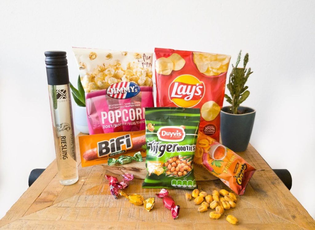 Nootjes, chips en popcorn in jouw borrelpakket!