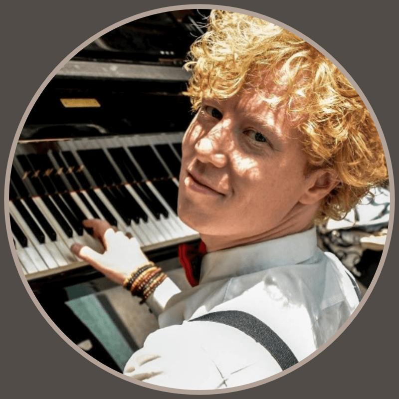 Guus van Marwijk bedacht de online muziek bingo als coronaproof uitje.